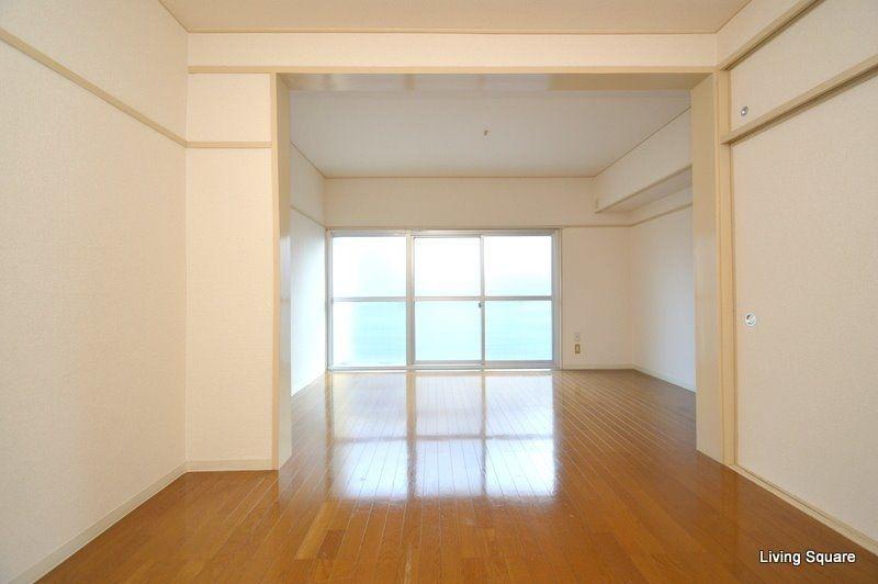 広々した洋室はインテリアの配置を考えるだけで胸が高鳴ります。