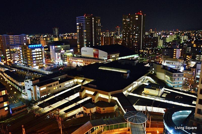 神戸・大阪方面へは特急電車が出ております。宝塚へのアクセスも出来ます。