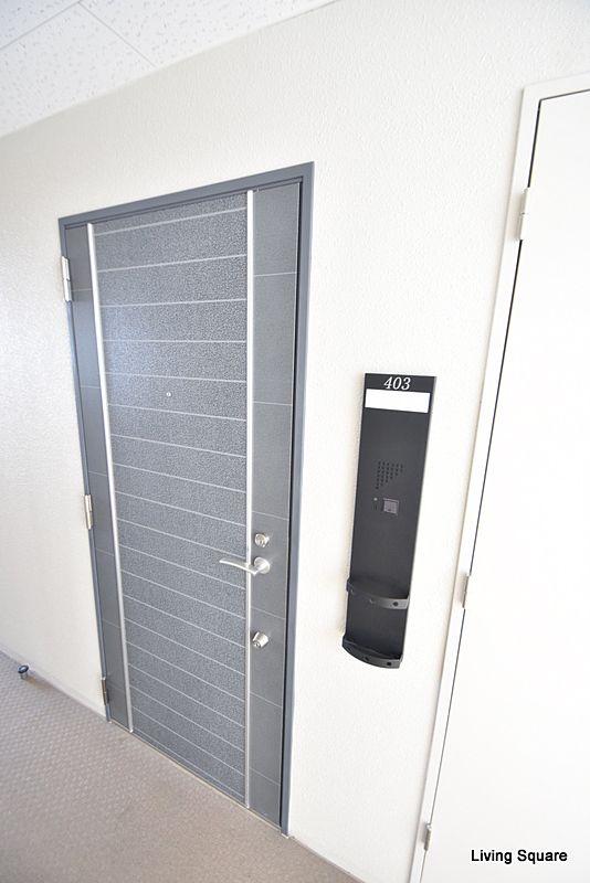 ピッキング対策として、1つのドア2つのシリンダーが付いております。