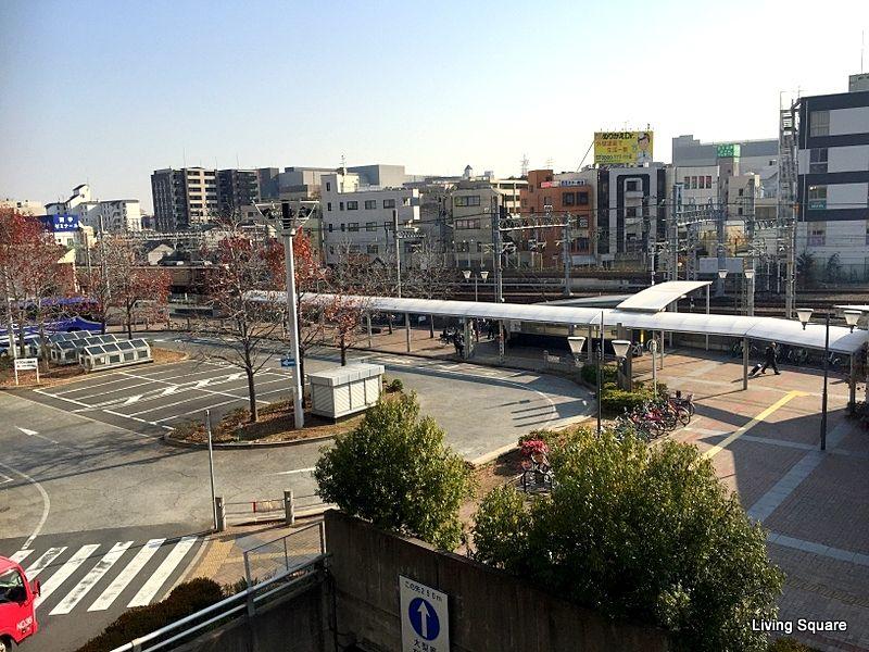 アクタ西宮東館南側になります。関空・伊丹空港を利用する際は便利です。