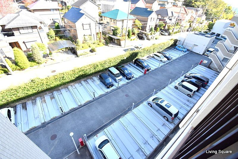 機械式駐車場になります。