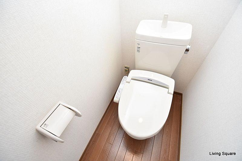 温水洗浄便座付きのトイレとなります。