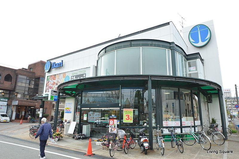 有名な高級スーパーです。高級住宅街に出店していることでも有名です。
